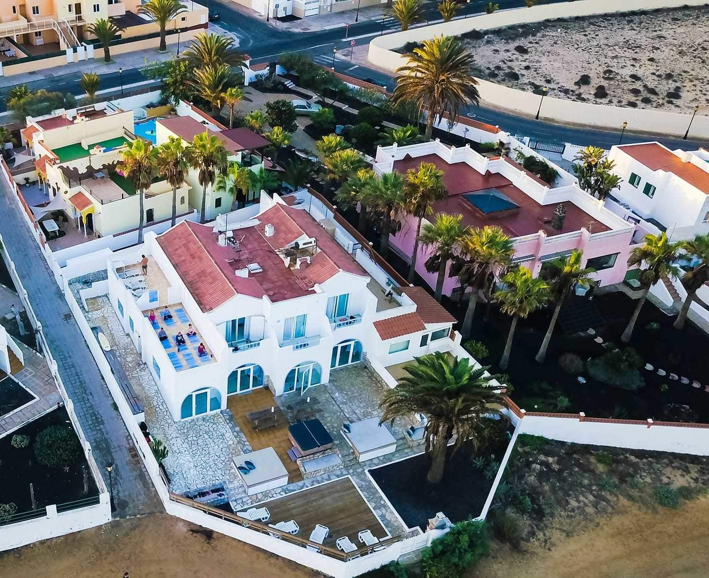 https://www.surfholidays.com/accommodation/canary-islands/fuerteventura/wave-rider-surf-villa