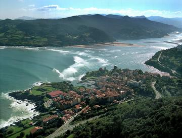 This is why Mundaka is so popular for surfing holidays