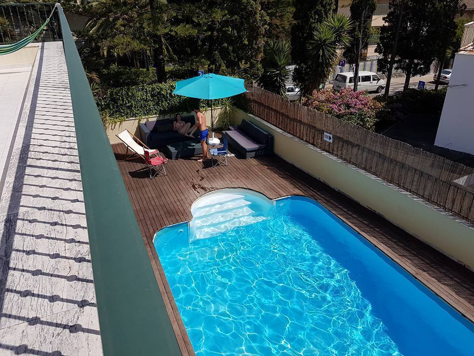 Cascais cool hostel suites pool cascais - Cool rooms with pools ...