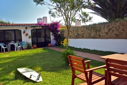 Surfschool & guesthouse in Consolação Garden with bbq area
