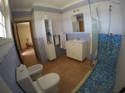 Private bathroom of the twin bedroom.
