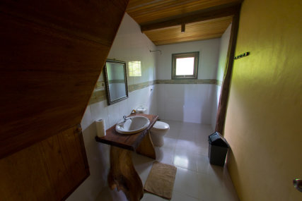 up to 7 people in 2 floors front beach bungalow with ac