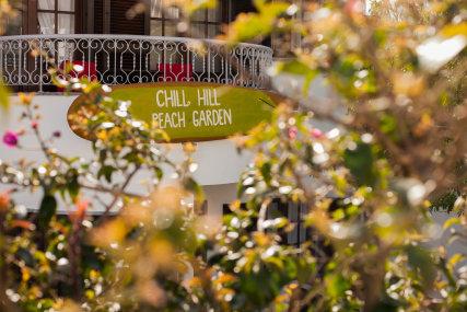 Ericeira Chill Hill Hostel - Peach Garden House