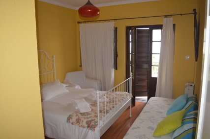 Double bed room (double bed and a single bed - 2 or 3 people)