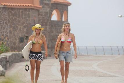 Atlantis Surfhostel surfing makes friends