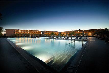 Vila Gale Hotel Lagos Luxury swimming pool at sunset