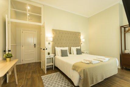 Room 7 - Queen Bed or Twin Beds