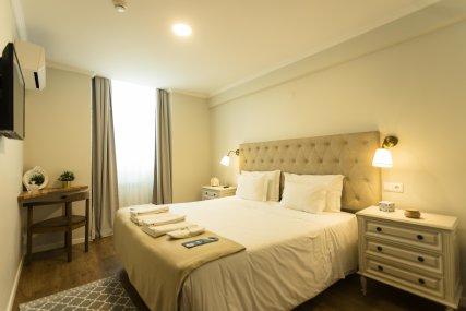 Room 4 - Queen Bed or Twin beds