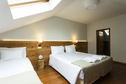 Room 3 - Queen Bed + Single Bed or 3 Single Beds