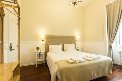 Room 6 - Queen Bed or Twin Beds